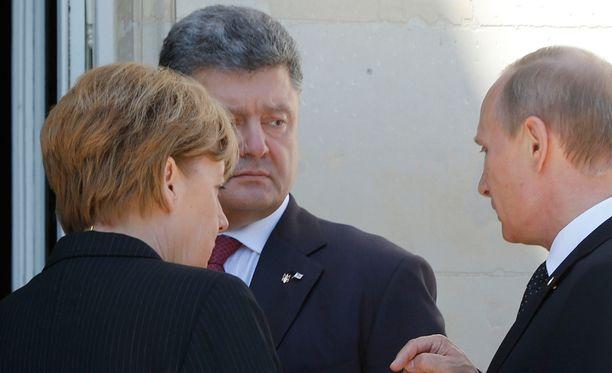 Poroshenko ja Putin tapasivat Normandian maihinnousun vuosipäivän juhlallisuuksissa Ranskassa.