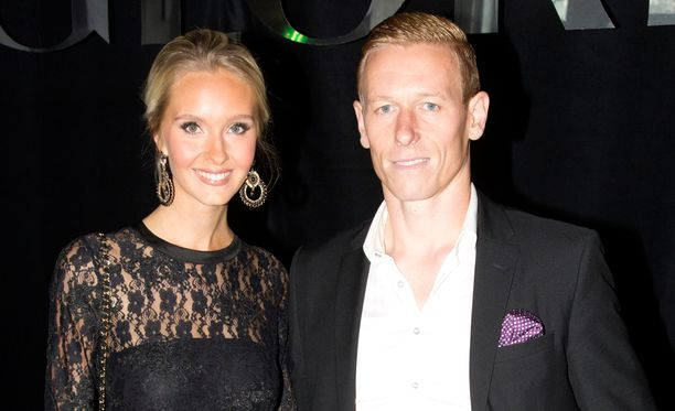 Metti ja Mikael Forssell viettävät loppukesästä kaksivuotishääpäiväänsä.