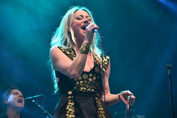 Anna Eriksson on mukana Iskelmän kesäkiertueella.