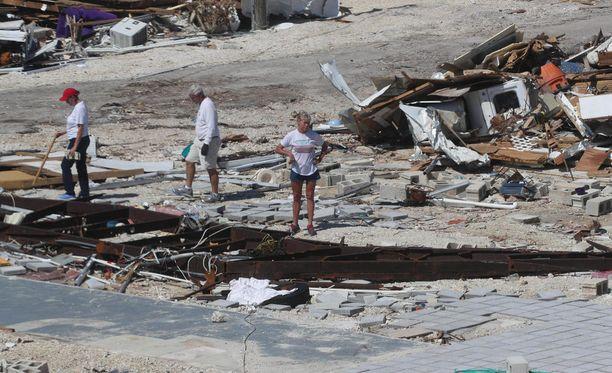 Tuhoja Keys-saarilla Irman jälkeen.