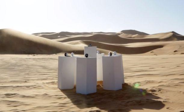 Tältä installaatio näyttää. Se sijaitsee jossain paikassa 51 000 neliökilometrin suuruisella aavikolla.