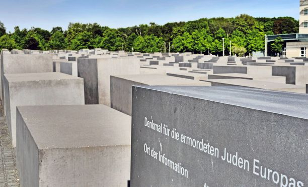 Juutalaisten kansanmurhan muistomerkki Berliinissä.