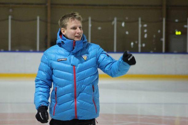 Tommi Pärmäkoski on valmennuksen moniosaaja.