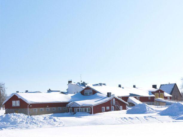 Pohjanrannassa on muun muassa hotelli, suuri tanssiravintola, nuorisokoti, Pohjantähti-opisto, paanukirkko ja viinimyymälä.