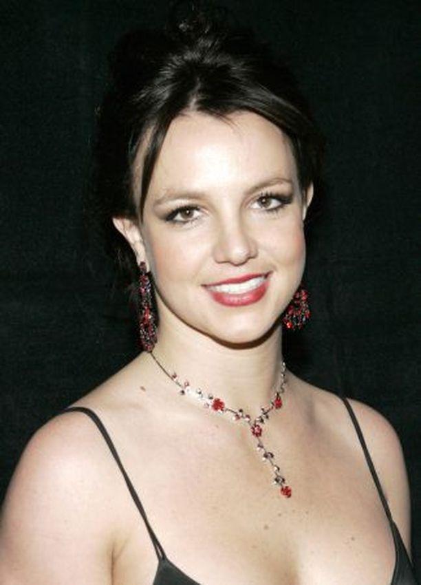 Britney Spearsin kohta julkaistava albumi Blackout sai The Timesin kriitikolta neljä tähteä.