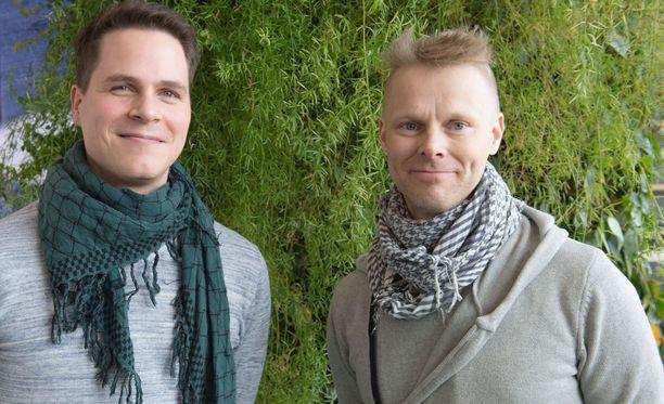 Tuomas ja Julle kehottavat ihmisiä tulemaan rohkeasti Semmareiden konsertteihin, joiden show poikkeaa täysin perinteisistä kuoroista.
