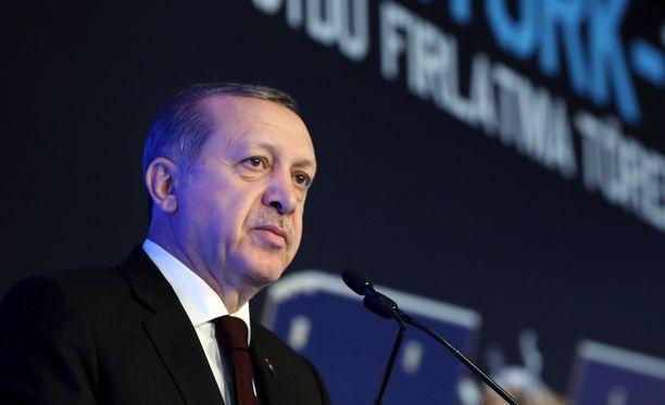 Turkin presidentti Recep Tayyip Erdogan on uhannut katkaista yhteistyön pakolaispolitiikassa, ellei Turkille myönnetä viisumivapautta EU-alueelle.