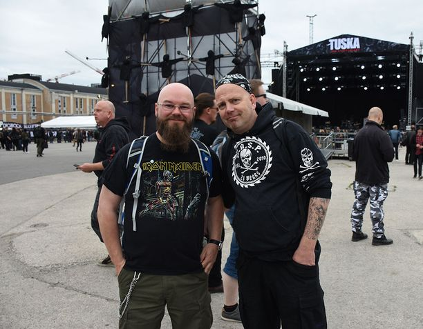 Jussi Leppälä ja Jani Lukkari edustivat vaimoineen Tuska-festivaalissa. Lukkari kertoi saaneensa liput vaimoltaan lahjaksi.