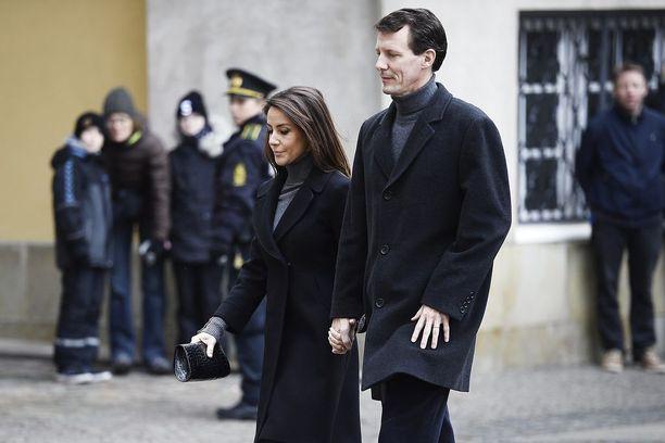 Kuninkaalliselle perheelle prinssi Henrikin kuolema on ollut kova isku. Prinsessa Marie ja prinssi Joachim osallistuvat hautajaisiin Kööpenhaminassa.