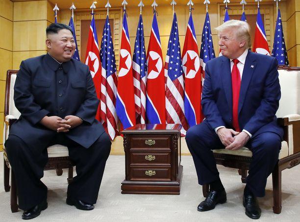 Kim Jong-un ja Donald Trump tapasivat kesäkuussa 2019 Etelä- ja Pohjois-Korean välisellä rajavyöhykkeellä.