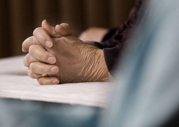 Rustöhällin rukoushuone ei ole perunut tilaisuuksia tuhkarokkotapauksen vuoksi.