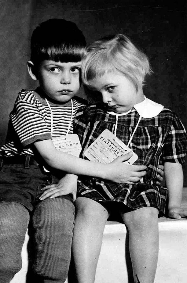Suomalaislapset odottivat Tukholman rautatieaseman laiturilla paluuta Suomeen heinäkuussa 1943.