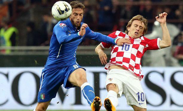 Luka Modric (oik.) loukkaantui Milanossa.