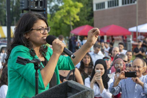 Rashida Tlaib tulee pitkän linjan demokraattiedustajan tilalle.