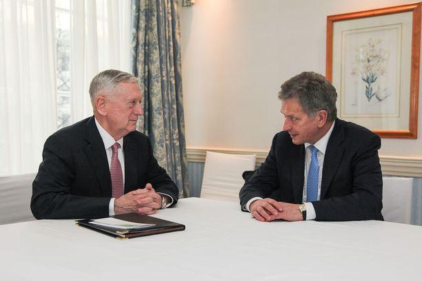 Niinistö ja USA:n puolustusministeri Mattis juttelivat kahden kesken perjantaina.