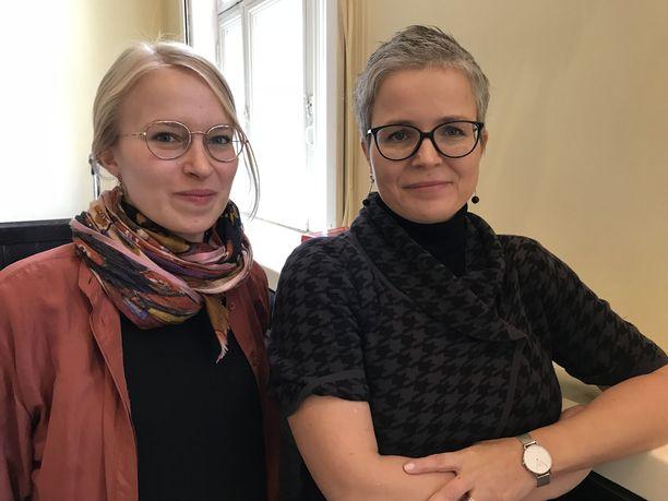 Apulaisprofessori Katri Pynnöniemi (oik.) ja tutkija Veera Laine analysoivat Venäjän tulevaisuutta.