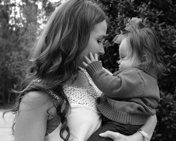 Emmy äitinsä Courtneyn kanssa.