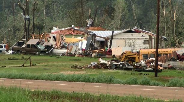 Tornado teki tuhoja Mississippissä Covington Countyssa.