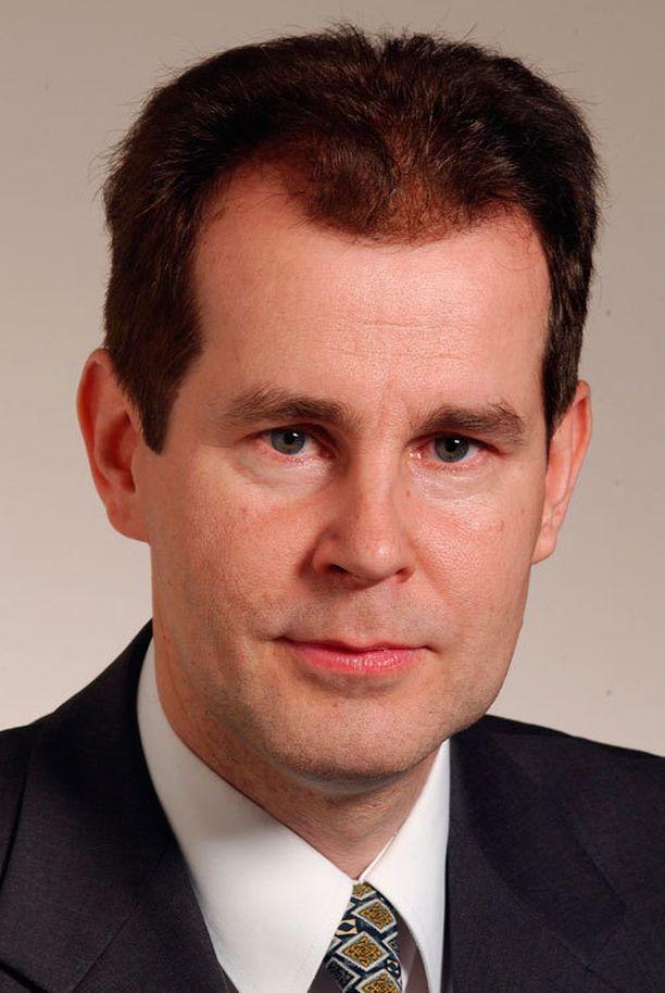 Jouni Backman ilmoitti keskustalle juhannusviikolla 2003, että pääministeri pitää vaihtaa.