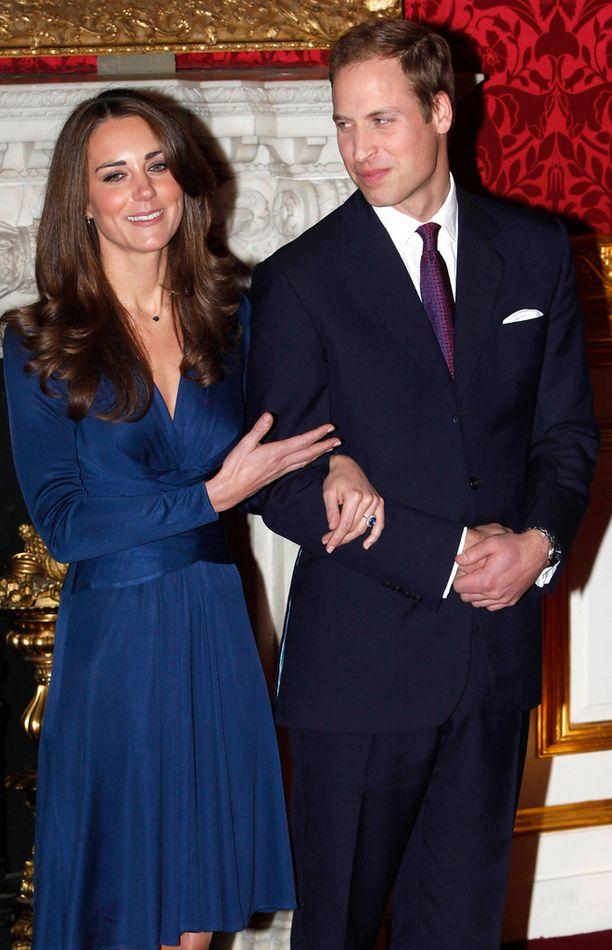 Kate Middleton piti mekkoa hänen ja Prinssi Williamin kihlajaisissa.
