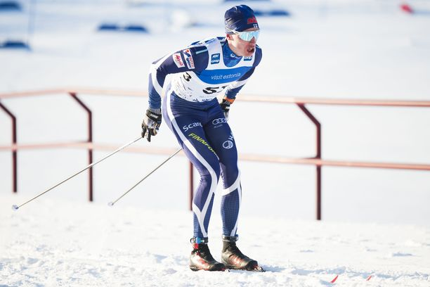 Iivo Niskanen pumppaa tasatyöntöä lauantaina Lapissa. Arkistokuva tammikuulta.