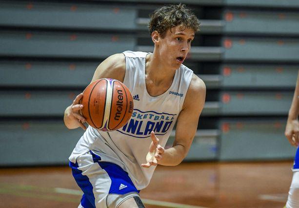 Mikael Jantunen tavoittelee vakiokokoonpanon paikkaa miesten maajoukkueessa. Tähtäin on myös kohdistettu kohti amerikkalaisyliopistojen NCAA-koripallosarjaa.