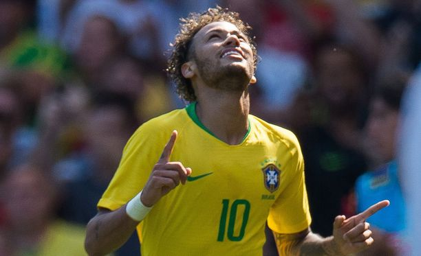 Neymar palasi kentille huikean osuman muodossa.