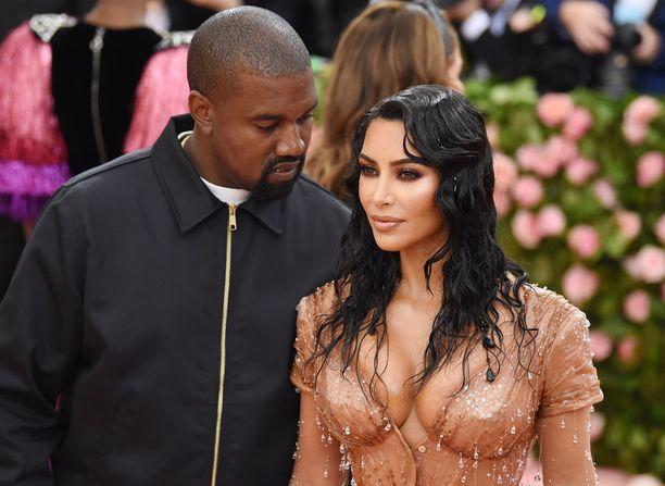 Kim Kardashian ja Kanye West ovat olleet naimisissa viisi vuotta ja heillä on nyt neljä lasta.