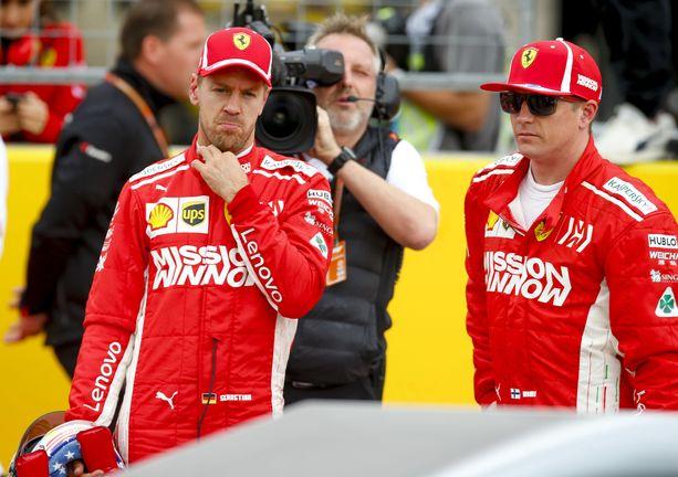 Sebastian Vettel ja Kimi Räikkönen olivat vielä viime kaudella tallikavereita. Täksi kaudeksi Räikkösen suuntasi Alfa Romeolle.