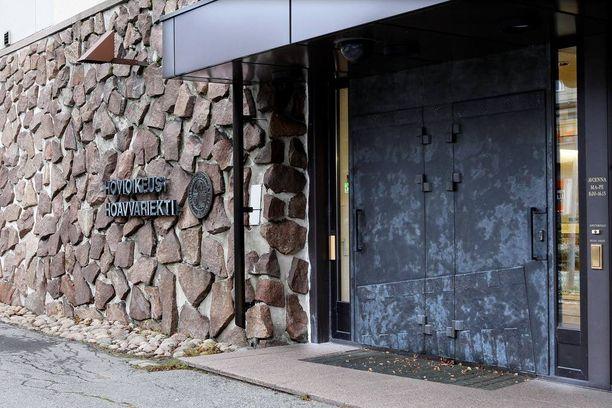 Rovaniemen hovioikeus ei muuttanut aviomiehensä surmanneen naisen tuomiota.