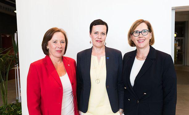 SDP:n presidenttiehdokkuutta tavoittelevat Sirpa Paatero (vas.), Maarit Feldt-Ranta ja Tuula Haatainen.
