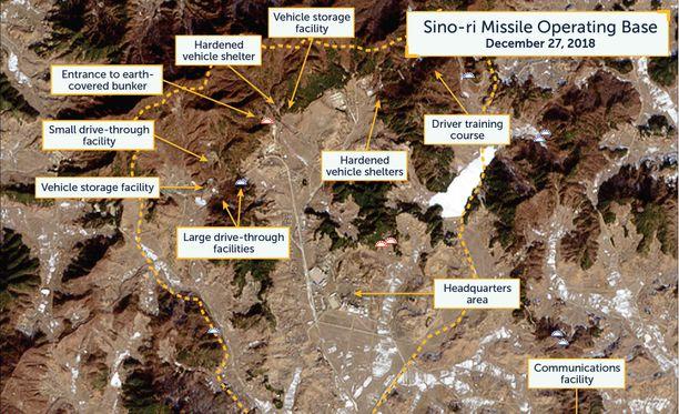 Joulukuun lopussa otetuissa satelliittikuvissa näkyy laaja Sino-rin alue. Siellä on muun muassa sisäänkäynti maanalaiseen bunkkeriin.