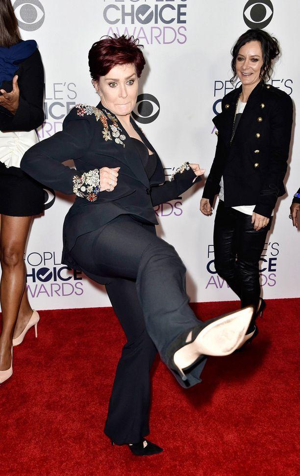 Sharon Osbourne päätti lopulta antaa naispuolisille lastenhoitajille kenkää. Hän palkkasi tilalle Big Dave -nimisen miehen.