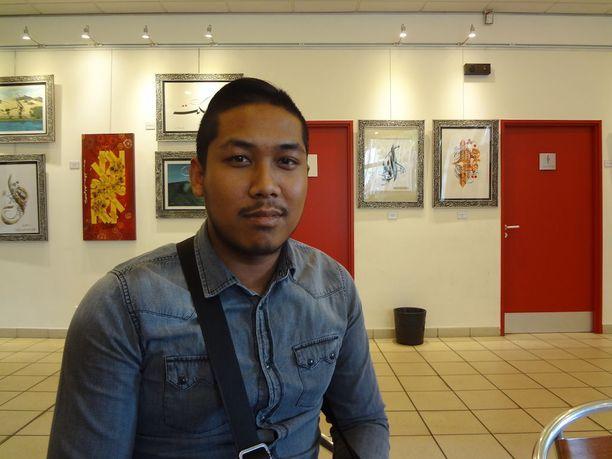 Wathanak, 26, yrittää valaa uskoa lähiön nuoriin, sillä hän tietää miltä tuntuu, kun tulevaisuus näyttää mustalta.