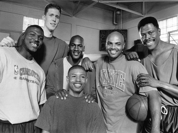 Barkley esiintyi vuonna 1996 ensi-iltansa saaneessa Space Jam -elokuvassa yhdessä muutamien muiden NBA-tähtien kanssa. Kuvassa Larry Johnson (vasemmalla), Shawn Bradley (2. vasemmalta), Michael Jordan (keskellä takana), Muggsey Bogues (keskellä edessä), Barkley (2. oikealta) ja  Patrick Ewing.