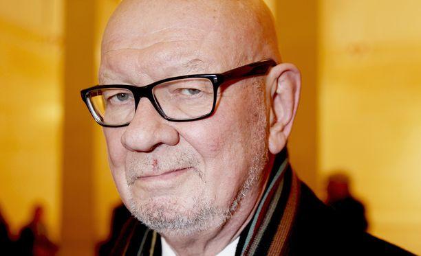 Pitkäaikainen diplomaatti, ministeri Jaakko Iloniemi ei näe Suomen edustustoverkon karsimista järkevänä.
