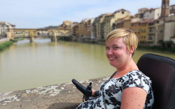 Sanna Kalmari antaa blogissaan vinkkejä esteettömästä matkailusta ja kertoo omia kokemuksiaan eri maista.