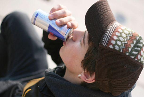 Energiajuomat sisältävät kofeiinia, jonka liiallisella käytöllä on haitallisia terveysvaikutuksia.