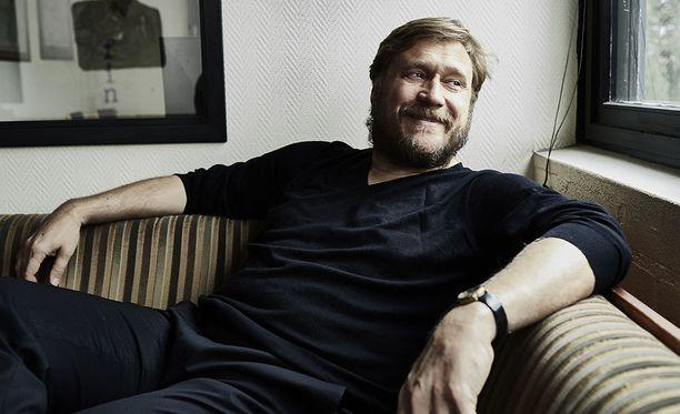 Samuli Edelmann on tunnettu suomalainen näyttelijä ja laulaja. Edelmann on nähty esimerkiksi elokuvissa Talvisota, Häjyt, Minä ja Morrison ja Rööperi.