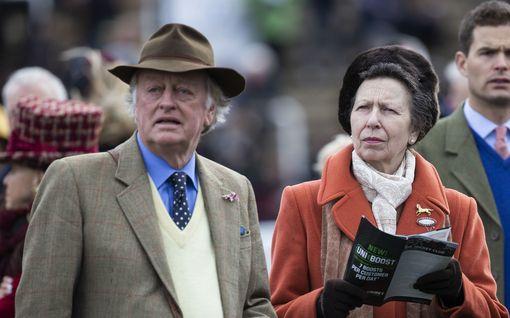 Nyt herttuatar Camillan ex-mieskin sairastui koronaan – Charles ehti jo parantua