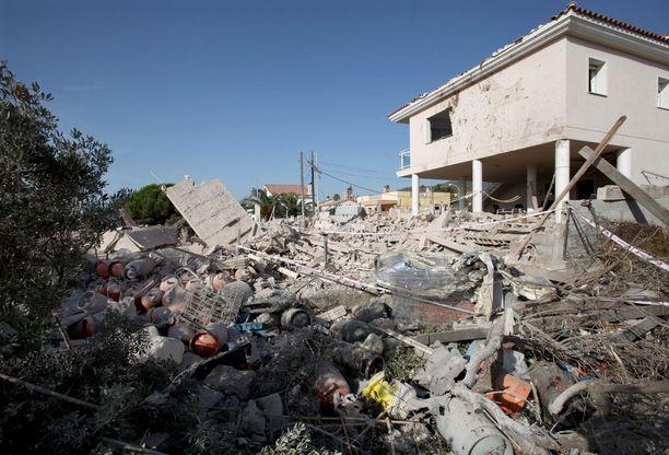 Talo tuhoutui maan tasalle ja kaksi epäiltyä terroristia kuoli, kun TATP räjähti ilmeisesti vahingossa elokuun puolivälissä Alcanarissa Koillis-Espanjassa. Talossa oli myös kymmenittäin kaasusäiliöitä.