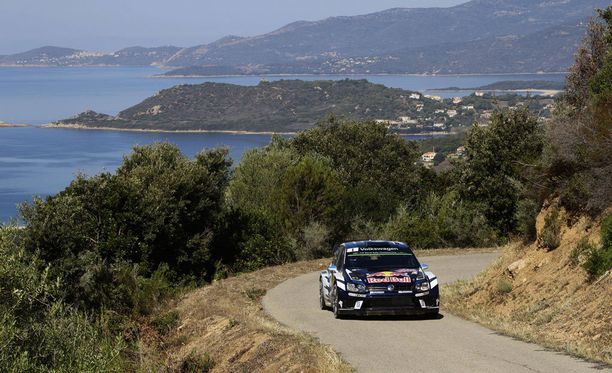 Sebastien Ogier ajoi uransa ensimmäisen Korsika-voiton upeissa maisemissa.