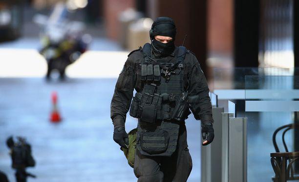Poliisi oli varustautunut raskaasti panttivankitilanteen aikana.