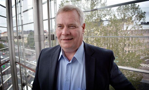 Antti Rinteen mukaan yritysten hintakilpailukykyä on mahdollista parantaa joustamalla työehtosopimuksissa.