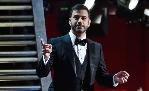 Jimmy Kimmelin suoritusta Oscar-juontajana on hehkutettu pitkin lähetystä.