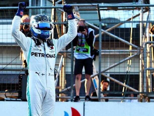 Valtteri Bottas pääsi tuulettamaan Bakussa kauden toista paalupaikkaansa.