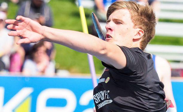 Oliver Helander heitti Kalevan kisoissa Tero Pitkämäen jälkeen hopealle. Nuorukaisen ennätys on 80,25.