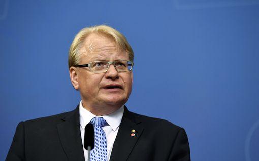 Uutta tietoa Ruotsin puolustusministerin kohumatkasta: saapui Suomeen Vikingin Amorellalla
