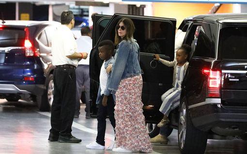 """Tähdet kertovat itse, miksi adoptoivat lapsen – Angelina Jolie: """"Adoptio on lahja"""""""