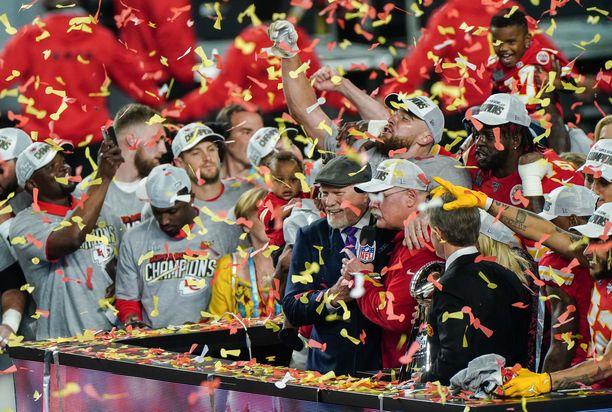 Super Bowl päättyi Kansas Cityn juhliin.